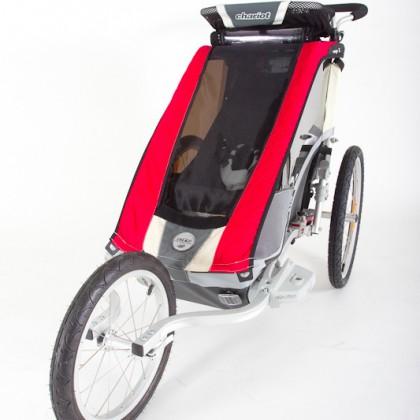 Das Joggingrad wird mit wenigen Handgriffen montiert.