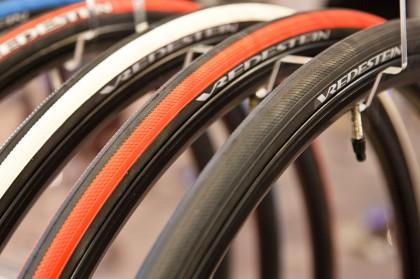 ...in fünf Drahtreifen-Farben mit 270g und als schwarzer Schlauchreifen mit 285g