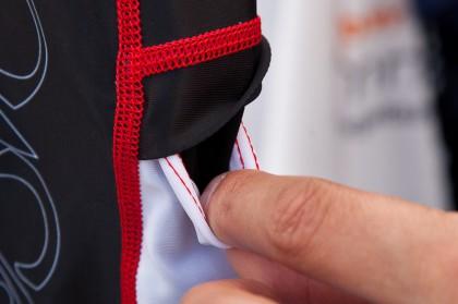 individuelle Farben bei Flachnähten und praktische Täschchen sind möglich
