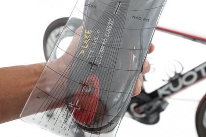 Abb. 8: die Schablone wird samt der Schuhplatte um den gewünschten Korrekturfaktor in Grad gedreht