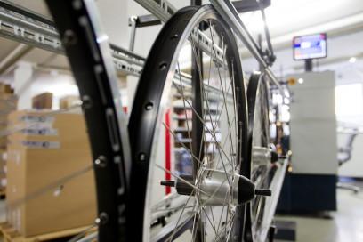 Je nach Anzahl der Modellwechsel entstehen 120-140 Laufräder pro Tag.
