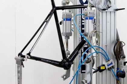 Zusätzlich beauftragt Simplon externe Prüf-Institute. Kosten pro Test: 12.000 Euro.