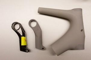 Gelegentlich helfen Modelle aus EPS-Kunststoff beim Veranschaulichen. Insgesamt besteht ein Carbonrahmen übrigens