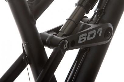 das 241 mm lange Federbein ermöglicht ca. 190 mm Hinterradfederweg