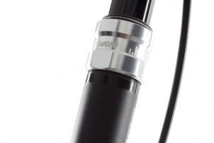 der Rohrdurchmesser von 31,6 mm ist fürs Liteville zu schmal; im tf-bikes Zubehör-Angebot befindet sich aber eine Sattelrohr-Reduzierhülse, die im Schnellspanner eingeklickt wird