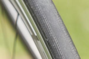 der Reifen klebt wie Sau und nutzt sich wenig ab, die 29g-Schläuche überraschten die komplette Testmannschaft mit ihrer Performance