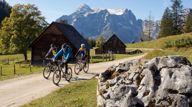 Buchsteinrunde Wo sportlicher Anspruch auf Bilderbuch-Landschaften trifft. In den Bergen hoch über den wilden Wassern von Salza und Enns.