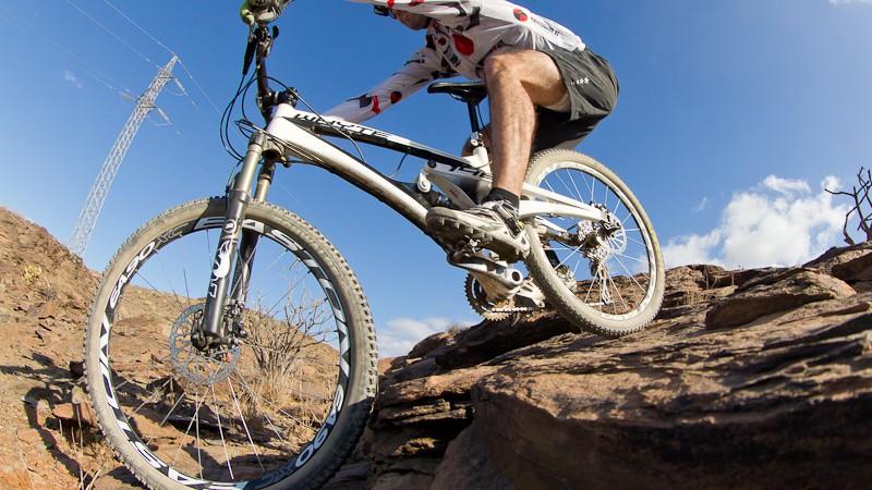 Whyte T-146 WorksWhyte Bikes proudly presents: eine Bergabfahr-Maschine, die man nicht an jeder Straßenecke findet. Wir haben das Teil einen Monat lang getestet.