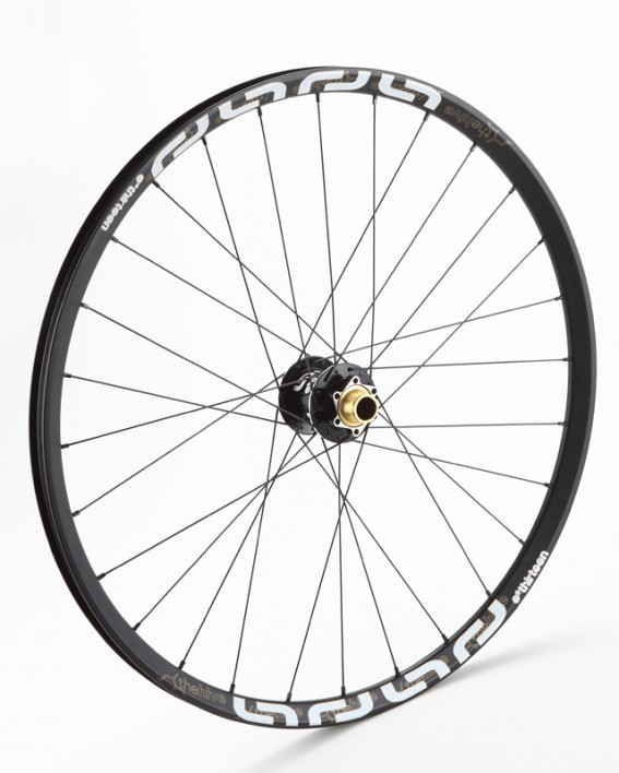 """Der TRS+ Laufradsatz in 26"""" ist 1.650g leicht und kostet 1.079 EUR,"""