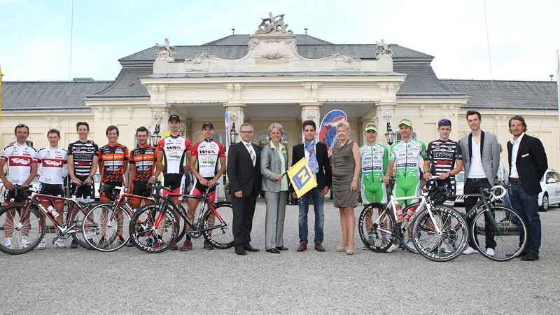 Gruppenbild mit Vertretern der f�nf heimischen Continental-Teams.
