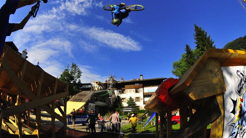 Dakine Freeride Festival 2012Über 10.000 Besucher bei der dritten Auflage des Festivals für gravitationsgenießendes Biken in Saalbach Hinterglemm, sagt die Statistik. Ein Erlebnis, sagen wir.