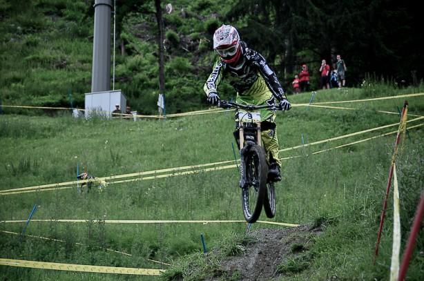Mani Gruber (Alpine Commencal) bestätigt starke Saison mit Platz 3