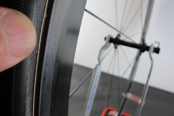 Am Zentrierständer lässt sich der Rundlauf des Reifens am besten kontrollieren.