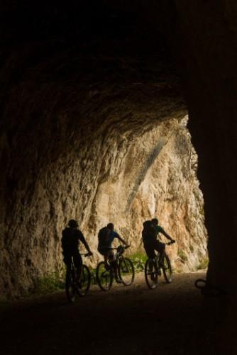 Licht am Ende des Tunnels, aber noch nicht einmal die Hälfte des Anstiegs.