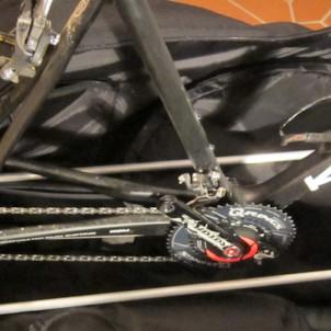 Der Frame kann im Prinzip für jedes Rad adaptiert werden. Dabei sollte man darauf achten, dass das große Kettenblatt nicht unter dem Rahmengestell herausragt.