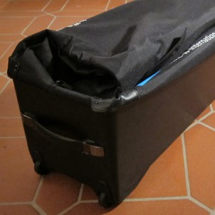 Die leere Tasche nimmt viel weniger Platz weg als ihr großer Bruder, das B&W Bike Case.