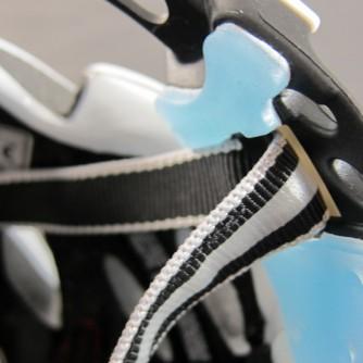 Durch sein ausgeklügeltes Design kann der Helm in der Neigung angepasst werden.