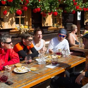 Mittagsrast auf der Weger-Hütte
