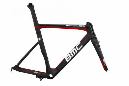 der Rahmen des Aero-Rennrads basiert auf dem BMC Timemachine TM01 Zeitfahrrad