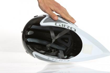 trotz geschlossenem Aero-Unterteil ist der Helm sehr leicht