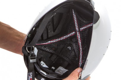 Kopf behält ca. 5 mm Abstand zur Helmschale