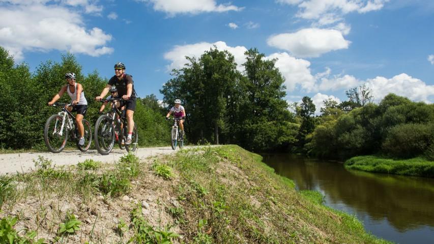 Oberes Waldviertel - SüdböhmenDefiniere FunBikeTrails: Wo Spaß die ganze Familie miteinschließt, Räder ruhig auch zum Radwandern gedacht und Wege vor allem einfach sein sollen. Grenzüberschreitendes Rad-Vergnügen in Natur pur.