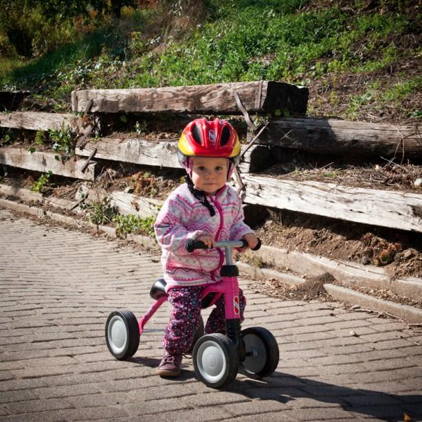 Valentina fühlte sich beim freien Fahren sichtlich wohl und steuerte das Puky begeistert durch den Ort.