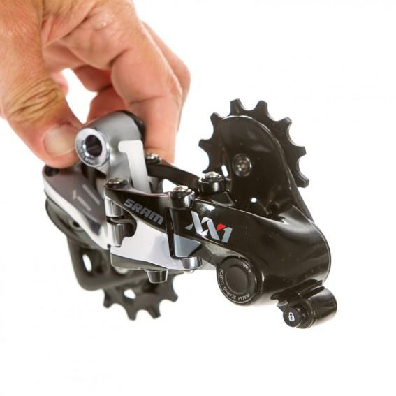 Ein Feststellknopf erleichtert den Laufradwechsel unter der hohen Federspannung des Schaltwerks.