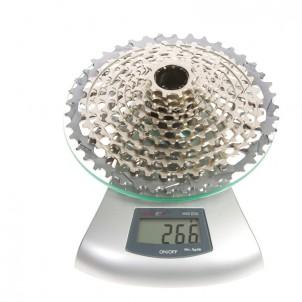 Etwas schwerer als XX (209 g), aber leichter als XTR (272 g).