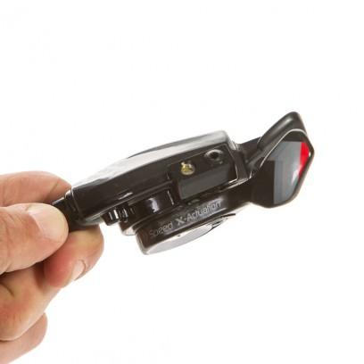 Mehrfach einstellbarer Trigger Carbon-Schalthebel mit Carbon-Abdeckung. Ausgestattet mit GORE RideOn-Schaltzügen.