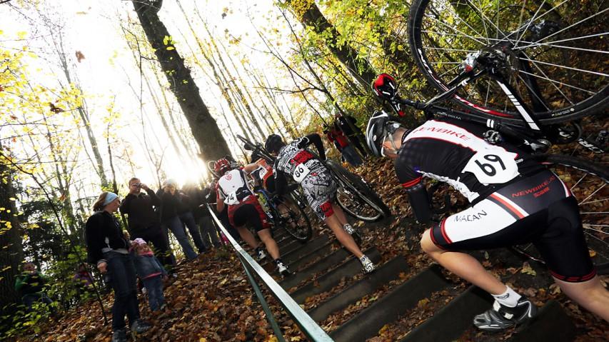 Cyclocross Special 13/14 powered by bikepirat.atVillach und St. Pölten sind die nächsten beiden Stationen unseres Querfeldein-Specials. Wir berichten bis Jänner wieder live aus der österreichischen CX-Szene.