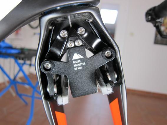 Im Einsatz: der 26 mm Brake-Adjuster für breite Felgen wie ZIPP Firecrest, Mavic CXR-80 oder Airstreeem Carbon 85.