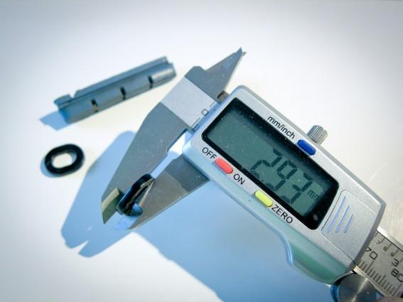 Bei schmäleren Felgen (ca. 20-21 mm) müssen diese Spacer verwendet werden.
