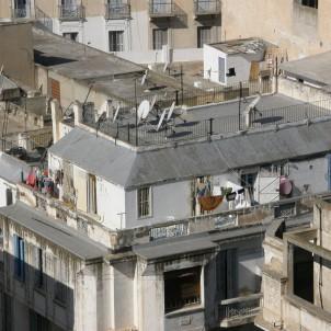 von dessen Dachterrasse.