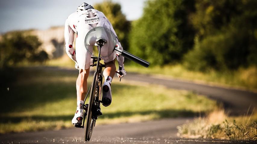 """Road/TT/Tri-Sättel im VergleichBrennpunkt: Bikeboard.at nimmt innovative Sattelkonzepte mit """"Split-Nose"""" von Bontrager, Dash, ISM und Fizik unter die Lupe."""