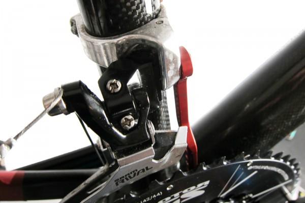 etwas schwer zu erkennen: der schmale Umwerfer-Adapter richtet den Umwerfer optimal aus