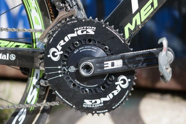 hier thront bei den Teamrädern Rotors neue Power-Kurbel anstatt der Aero-Kurbel; 30% der Teamfahrer wählten Q-Rings