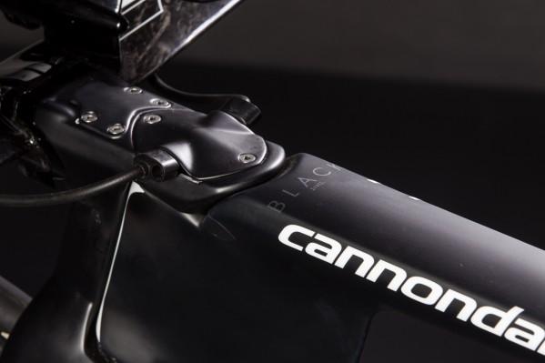 Der Vision Vorbau beherbergt die Bremsseile und Schaltkabeln sowie die Di2-Junction.
