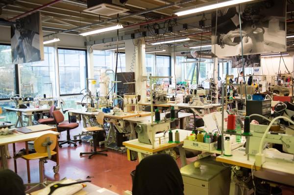 sämtliche Bekleidung wird hier entworfen und als Prototyp gefertigt