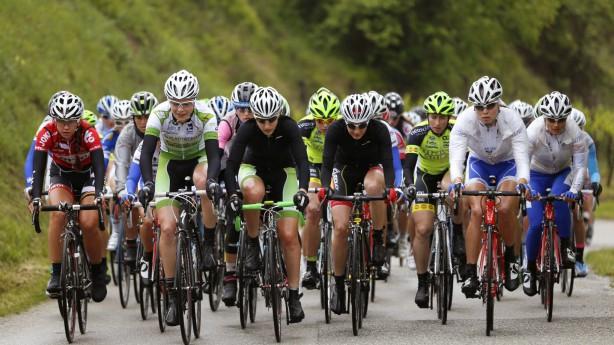 Bildbericht 5. Rennradtage LangenloisDie Sonne lachte kein einziges Mal beim Elite-Rennen der Frauen im Kamptal. Dafür am Ende zwei Österreicherinnen: Jaqueline Hahn und Martina Ritter landeten einen rot-weiß-roten Doppelsieg.