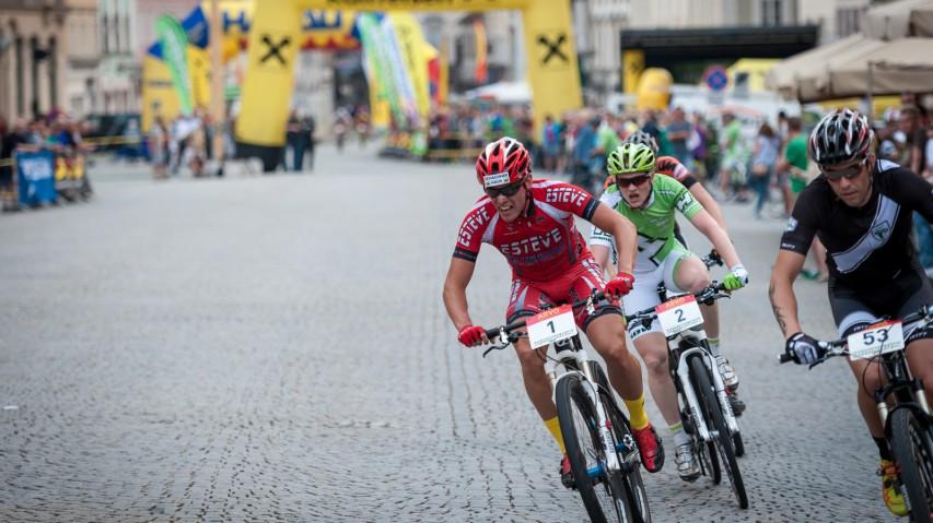 Bildbericht City-Kriterium SteyrBereits zum 17. Mal lud Sport Hrinkow zum MTB-Sprintrennen in die Eisenstadt. An die 4.000 Zuseher erlebten das Spektakel hautnah.
