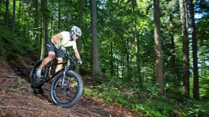 KTM Neuheiten 2015Neue Rennräder und Cyclo-Crosser mit Scheibenbremsen, Fatbikes, Feintuning der MTB Palette, ein 29er Hardtail mit Pinion-Antrieb und das erste eBike für Kids.