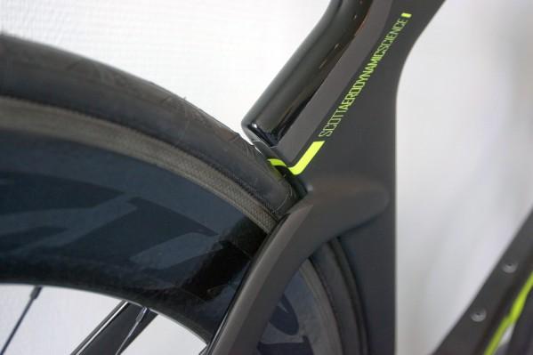 fließende Übergänge am Heck, der Rahmen wurde für breite Aero-Laufräder optimiert