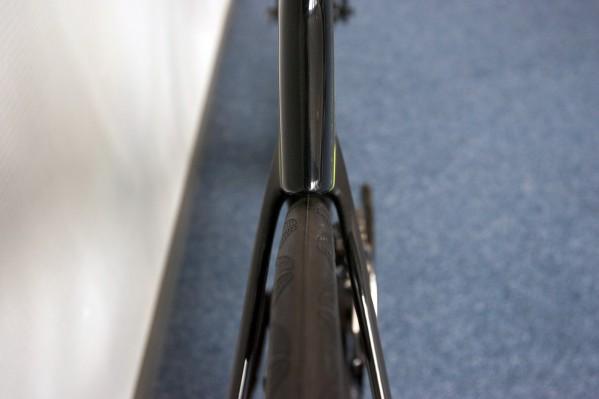 bis zu 25 mm breite Reifen finden locker Platz