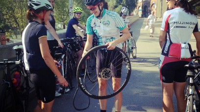 Mitzi100 @ Rapha Womens100Vom ersten Posting bis zum epischen Finale mit großer Lust auf mehr. Wenn Frauen gemeinsam Rennrad fahren ...