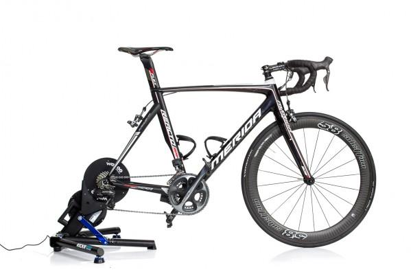 das Rad steht nahezu horizontal, Feineinstellung kann über die Standfußhöhe vorgenommen werden