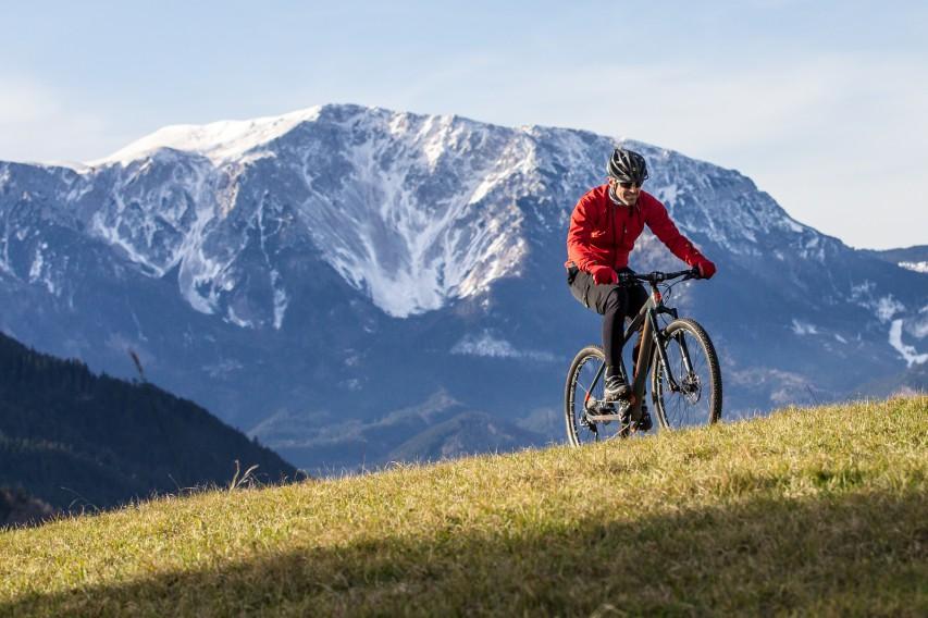 PASCULLI MAIOLODas Pasculli Maiolo ist das erste Mountainbike der deutsch-italienischen Carbon-Edelschmiede. Wir haben die XC-Sprint-Rakete ein paar Wochen lang über knackige Anstiege und flowige Downhills gejagt.