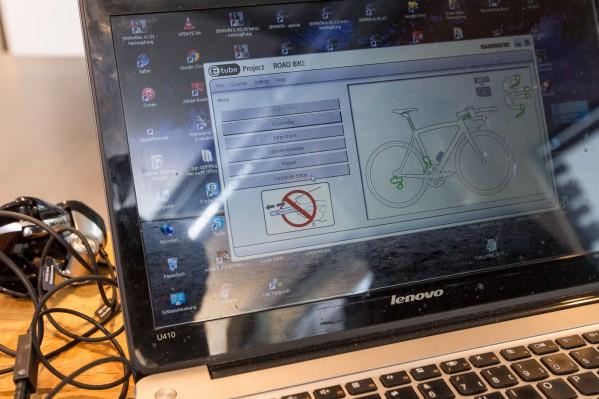 Im Anschluss daran können die Schaltknöpfe individuell programmiert werden (Schaltrichtung, -geschwindigkeit, etc.).