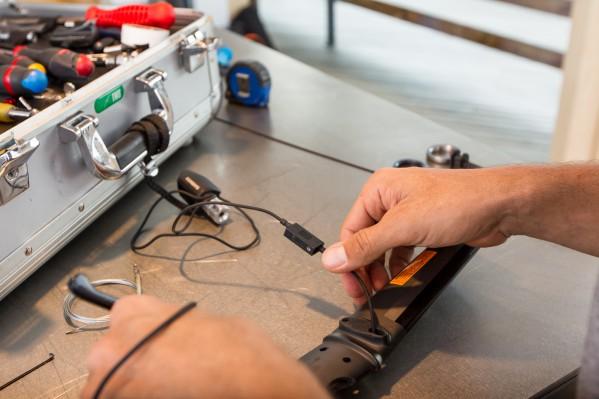 Die Kabeln werden provisorisch mittels SM-JC41 Junction Box gesichert.