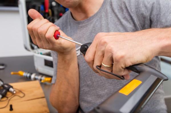 Vor dem finalen Einziehen der Bremszüge sollten die Schalt-/Bremshebel in die gewünschte Neigung gedreht und festgeschraubt werden.